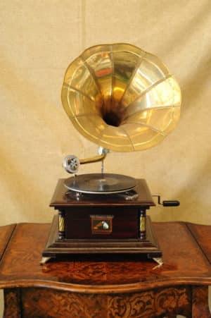 Grammofono d'epoca - Antiquariato Monte - Grammofoni in stile antico